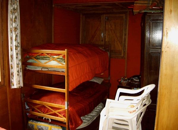 le coin sommeil du chalet, où 6 personnes peuvent dormir