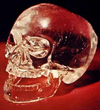 Légende des Crânes de Cristal: le mystère de la prophétie des Mayas - Page 3 Crystal