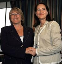 S�gol�ne avec une autre pr�sidente, Michelle Bachelet